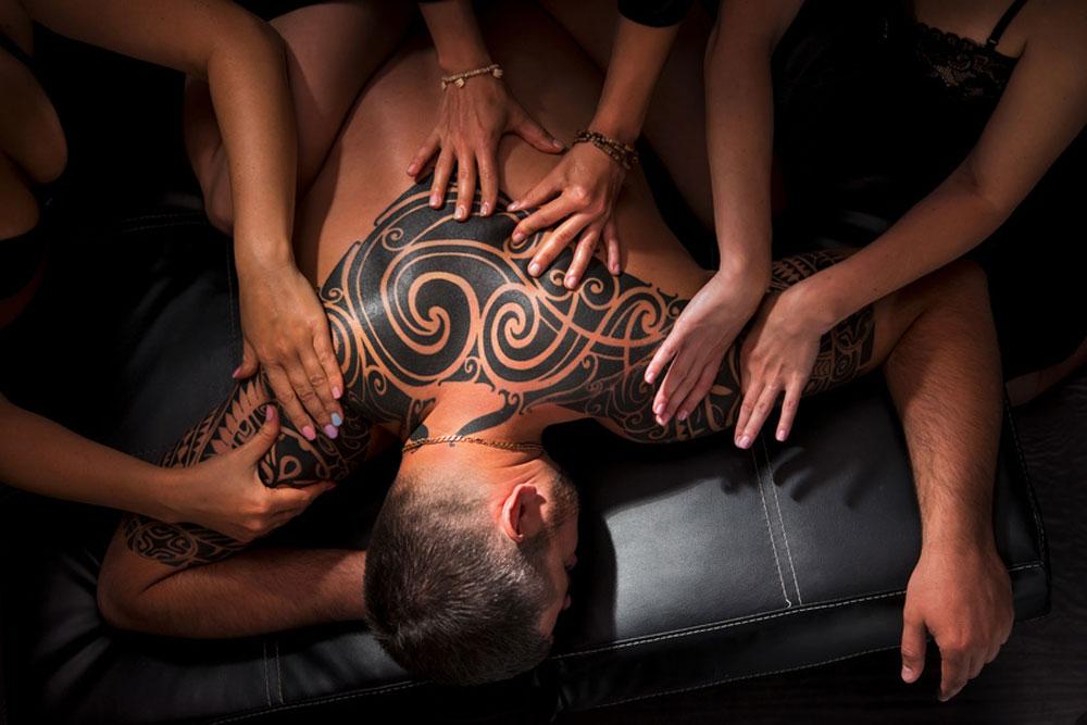 Vierhaendige Tantra Massage Tantra Massagen in Köln